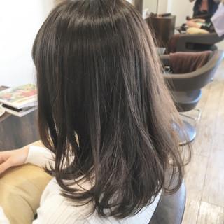 グレージュ 暗髪 外国人風カラー ミディアム ヘアスタイルや髪型の写真・画像