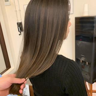 ナチュラル アッシュベージュ 透明感カラー ロング ヘアスタイルや髪型の写真・画像