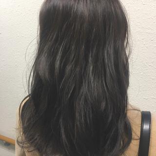 グレージュ アッシュ 冬 セミロング ヘアスタイルや髪型の写真・画像