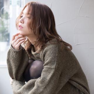 外国人風 センター分け フェミニン うざバング ヘアスタイルや髪型の写真・画像