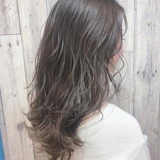 セミロング ナチュラル アッシュグレージュ ミルクティーグレージュ ヘアスタイルや髪型の写真・画像