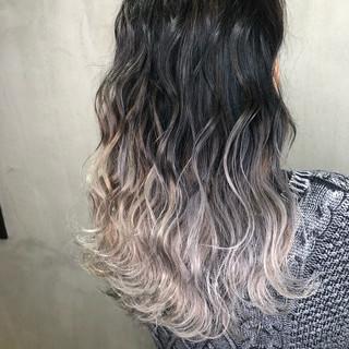グレージュ ハイライト 外国人風カラー バレイヤージュ ヘアスタイルや髪型の写真・画像