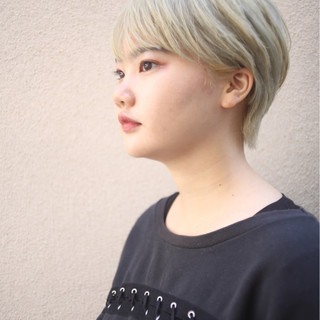 ブリーチ ストリート ホワイト 透明感 ヘアスタイルや髪型の写真・画像