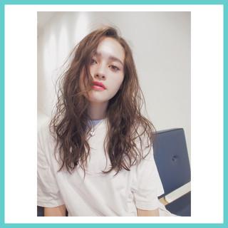 レイヤーカット 外国人風 ロング ナチュラル ヘアスタイルや髪型の写真・画像