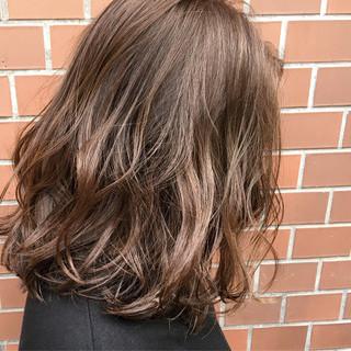 ハイライト ラベンダーアッシュ 前下がり ミディアム ヘアスタイルや髪型の写真・画像