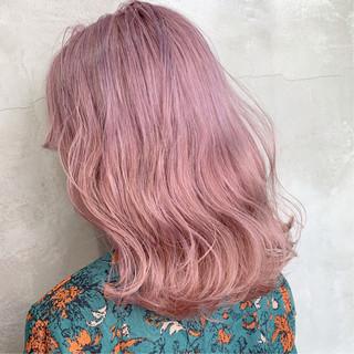 ミディアム 巻き髪 アンニュイほつれヘア ストリート ヘアスタイルや髪型の写真・画像