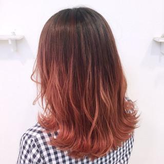 ピンク セミロング レッド ストリート ヘアスタイルや髪型の写真・画像