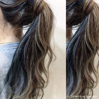 ガーリー インナーカラー 派手髪 ネイビーブルー ヘアスタイルや髪型の写真・画像