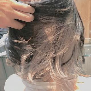 グレージュ インナーカラー ホワイトグレージュ ブリーチカラー ヘアスタイルや髪型の写真・画像