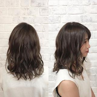 アンニュイ アッシュ ナチュラル ミディアム ヘアスタイルや髪型の写真・画像