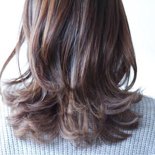 セミロング 外国人風カラー グレージュ アッシュ ヘアスタイルや髪型の写真・画像