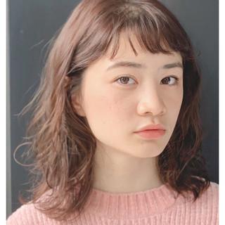 ミディアム ショートバング ナチュラル ベージュ ヘアスタイルや髪型の写真・画像