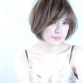 ピュア フェミニン ショート ナチュラル ヘアスタイルや髪型の写真・画像