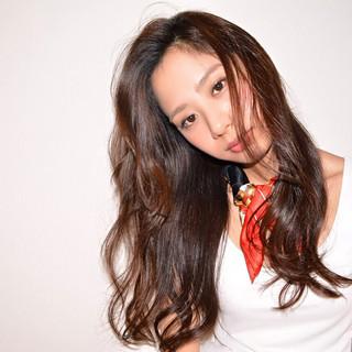 レイヤーカット 外国人風 パーマ ナチュラル ヘアスタイルや髪型の写真・画像