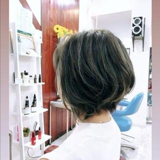 ショートボブ グレーアッシュ ショートヘア ショート ヘアスタイルや髪型の写真・画像