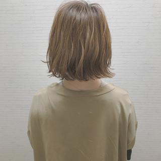 ボブ 外ハネ 切りっぱなし ナチュラル ヘアスタイルや髪型の写真・画像