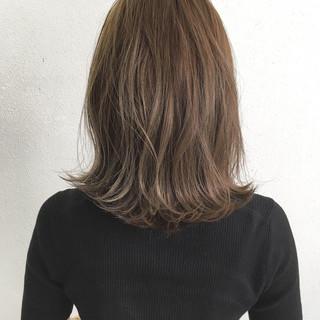 ロブ ナチュラル セミロング グレージュ ヘアスタイルや髪型の写真・画像