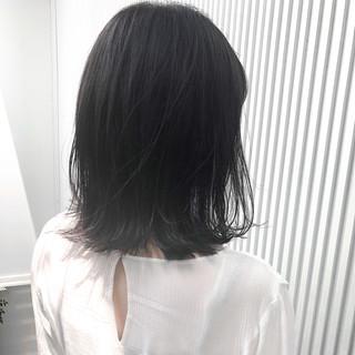 アッシュ ストレート ミディアム アッシュグレージュ ヘアスタイルや髪型の写真・画像