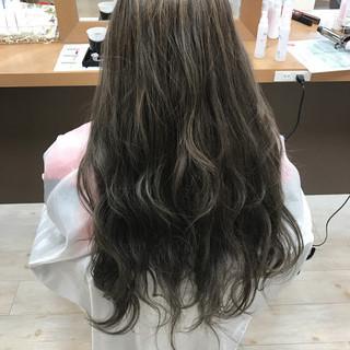 アッシュ ロング ニュアンス パーマ ヘアスタイルや髪型の写真・画像