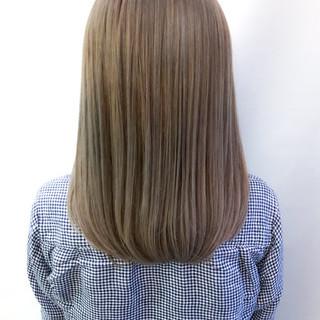 ナチュラル セミロング ミルクティーグレージュ スモーキーアッシュ ヘアスタイルや髪型の写真・画像