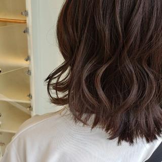 ミルクティーグレージュ ミディアム アンニュイほつれヘア デートヘア ヘアスタイルや髪型の写真・画像