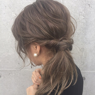 ナチュラル バレンタイン グレージュ 簡単ヘアアレンジ ヘアスタイルや髪型の写真・画像