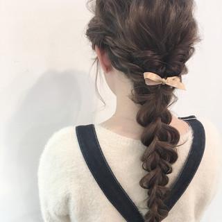ロング 簡単ヘアアレンジ ナチュラル 成人式 ヘアスタイルや髪型の写真・画像