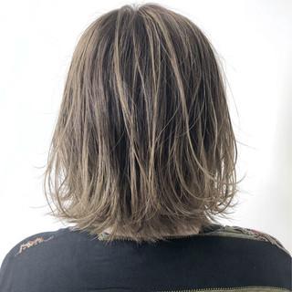 ブリーチオンカラー ハイライト ストリート グレージュ ヘアスタイルや髪型の写真・画像