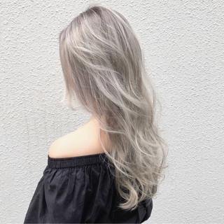 シルバーアッシュ ハイトーン 透明感 ロング ヘアスタイルや髪型の写真・画像