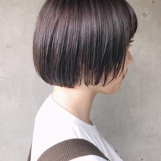 ラベンダーピンク ショートボブ ボブ 切りっぱなしボブ ヘアスタイルや髪型の写真・画像