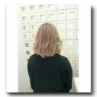 外国人風 ミディアム ストリート ホワイト ヘアスタイルや髪型の写真・画像