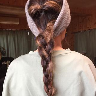 三つ編み ロング くるりんぱ ストリート ヘアスタイルや髪型の写真・画像