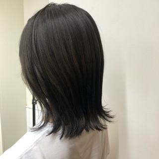 アッシュグレー ミディアム アッシュグレージュ 切りっぱなし ヘアスタイルや髪型の写真・画像