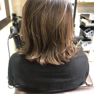 バレイヤージュ ハイライト グレージュ 外国人風カラー ヘアスタイルや髪型の写真・画像