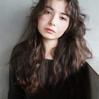 ロング 無造作 暗髪 ナチュラル ヘアスタイルや髪型の写真・画像