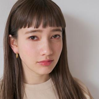 外国人風カラー セミロング リラックス オン眉 ヘアスタイルや髪型の写真・画像