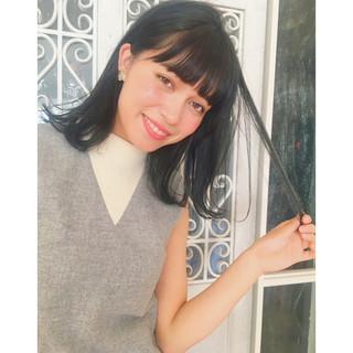 アッシュ ガーリー ニュアンス ミディアム ヘアスタイルや髪型の写真・画像