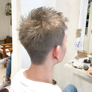 ボーイッシュ アッシュ ショート シルバー ヘアスタイルや髪型の写真・画像