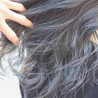 ダブルカラー インナーカラーシルバー インナーグレー ストリート ヘアスタイルや髪型の写真・画像