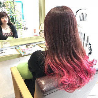 ガーリー ピンク グラデーションカラー カラーバター ヘアスタイルや髪型の写真・画像