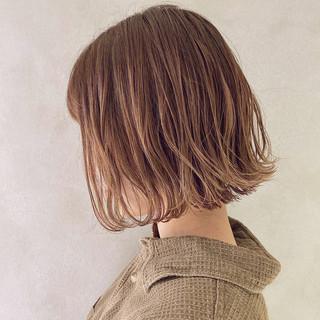 ベージュ 切りっぱなしボブ ナチュラル ミルクティーベージュ ヘアスタイルや髪型の写真・画像