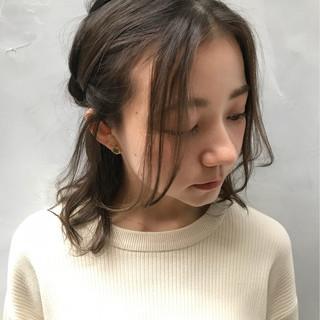 フェミニン ミディアム ルーズ デート ヘアスタイルや髪型の写真・画像