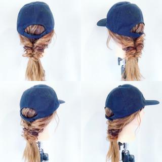 キャップ フェミニン ヘアアレンジ くるりんぱ ヘアスタイルや髪型の写真・画像