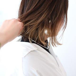 アッシュ ベージュ ミニボブ 切りっぱなしボブ ヘアスタイルや髪型の写真・画像