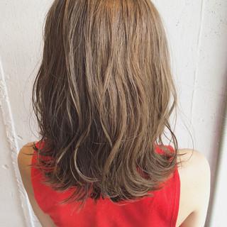 ミディアム 透明感 ナチュラル ゆるふわ ヘアスタイルや髪型の写真・画像
