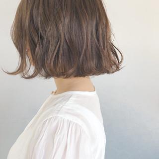 大人かわいい アッシュグレージュ ミルクティーグレージュ ボブ ヘアスタイルや髪型の写真・画像