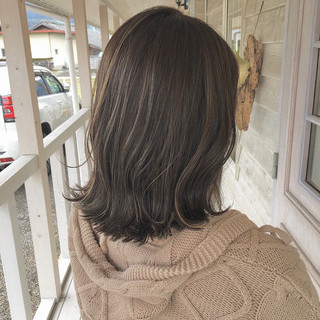 切りっぱなしボブ ナチュラル 初カラー グレージュ ヘアスタイルや髪型の写真・画像