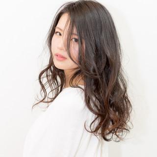 アンニュイほつれヘア 大人かわいい 大人女子 ナチュラル ヘアスタイルや髪型の写真・画像