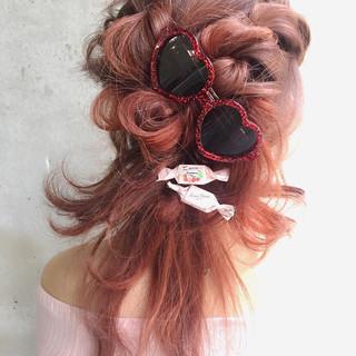 フェミニン ミディアム ハーフアップ 外国人風 ヘアスタイルや髪型の写真・画像
