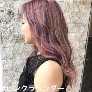 ゆるふわ ウェーブ ピンク デート ヘアスタイルや髪型の写真・画像
